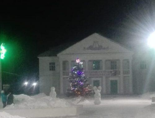 Жителей Хинганска с наступающим Новым годом поздравляет депутат Антон Прудников