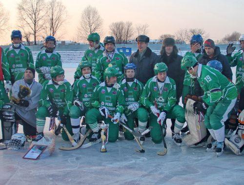 Сыграв с любительскими командами, биробиджанская «Надежда» завоевала Кубок губернатора ЕАО по хоккею с мячом