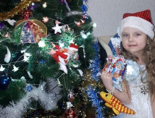 Новогодними подарками порадовала детей городского округа №14 команда депутата Владимира Сахаровского