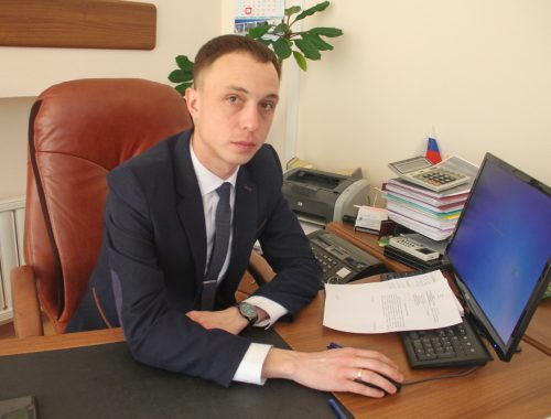 В ЕАО началась выдача удостоверений «Дети войны». Порядок их получения разъяснил зампред КСЗН Антон Левчук