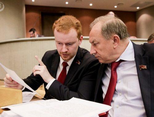 Не голосовавшие за президентские поправки в Конституцию депутаты от КПРФ объяснили свою позицию