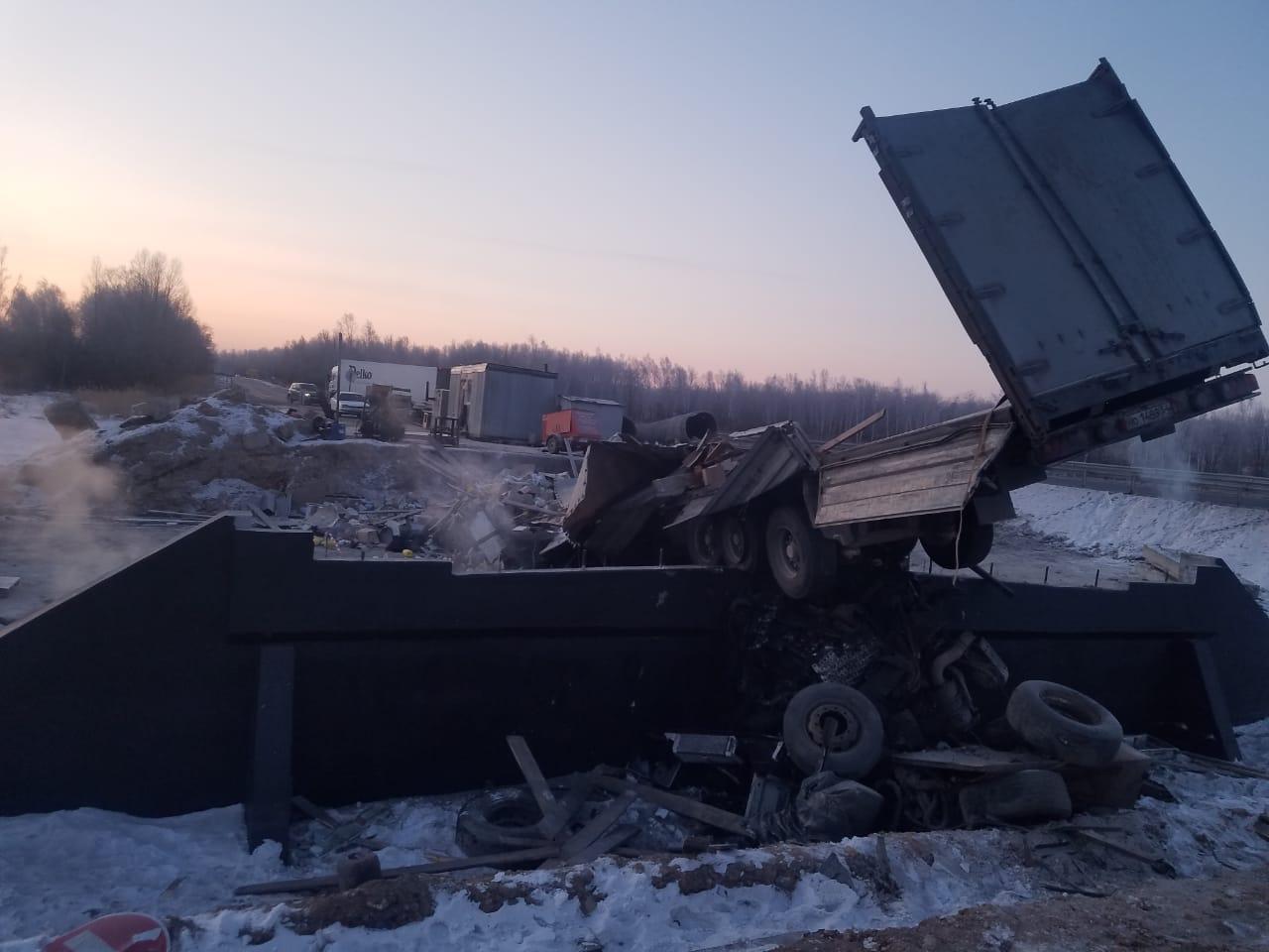 Водитель тягача погиб в жутком ДТП на федеральной автодороге в ЕАО