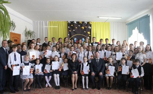 В Биробиджанском районе отличникам вручили премию «Сто пятерок»