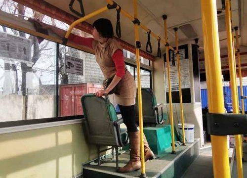 Биробиджанские перевозчики дважды в день проводят дезинфекцию салонов автобусов