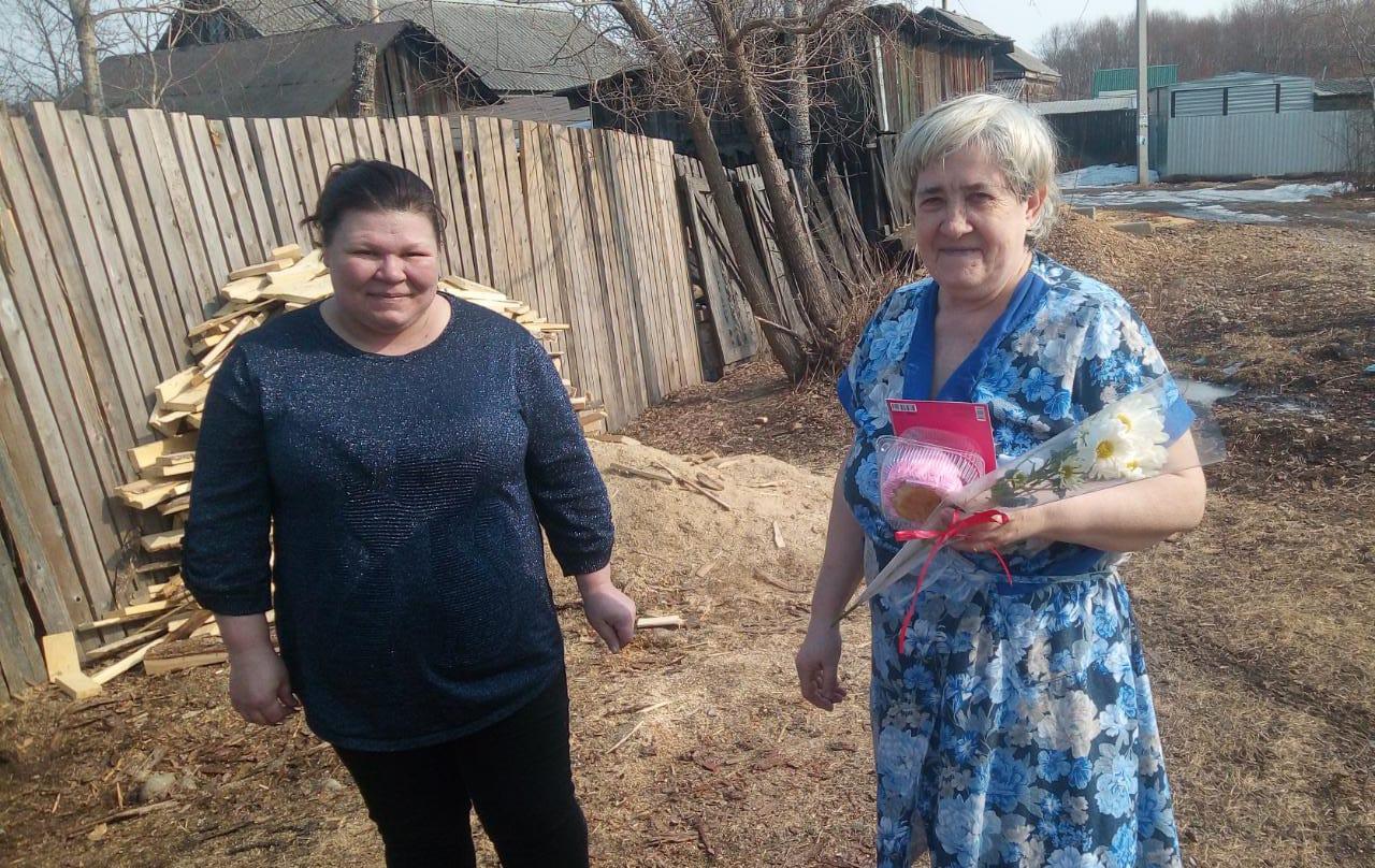 Доброе дело к 8 Марта: общественные активисты поздравили с Международным женским днём бабушек Биробиджана