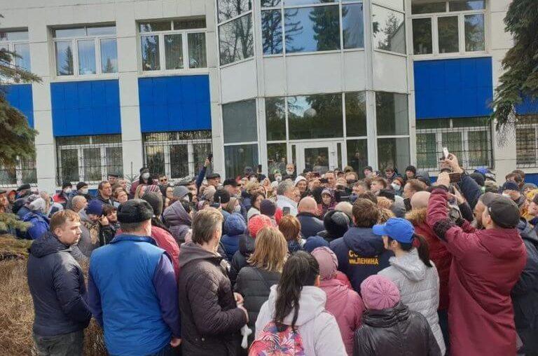 Народ отразил рейдерскую атаку на Совхоз имени Ленина в Подмосковье