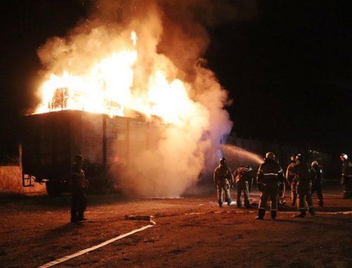Горящий вагон с древесиной потушили биробиджанские огнеборцы