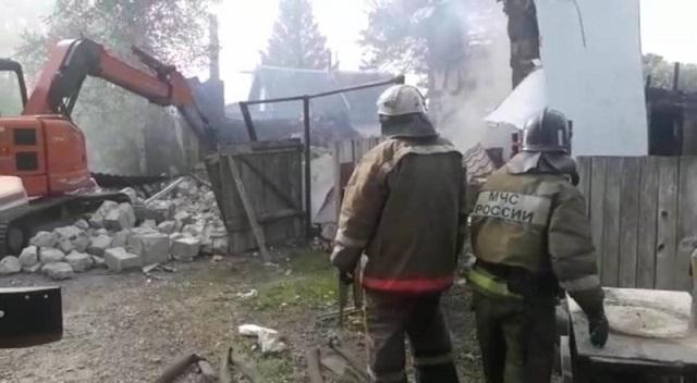 Мужчину без признаков жизни обнаружили на месте обрушения дома в пос. Приамурском