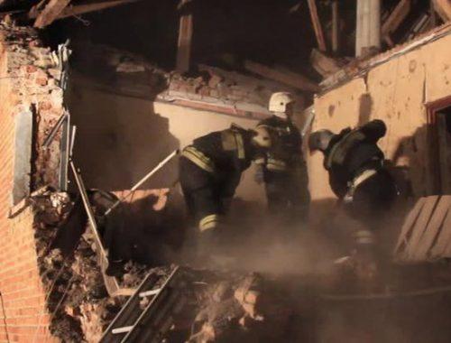 Взрыв баллона с газом разрушил частный дом в п. Приамурский