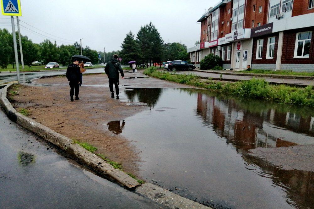 Ремонт подъездных путей к мэрскому таунхаусу не спасает ул. 40 лет Победы от потопа?