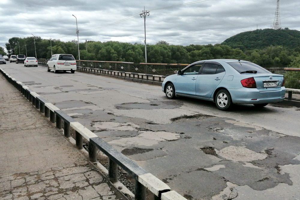 Старый мост в Биробиджане закрыли на несколько часов