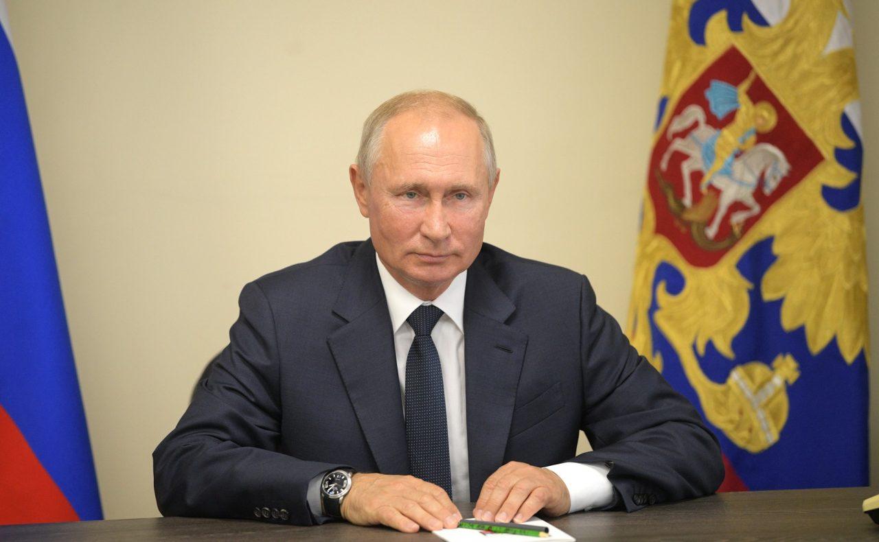 Путин подписал законы о верховенстве Конституции России над международными актами
