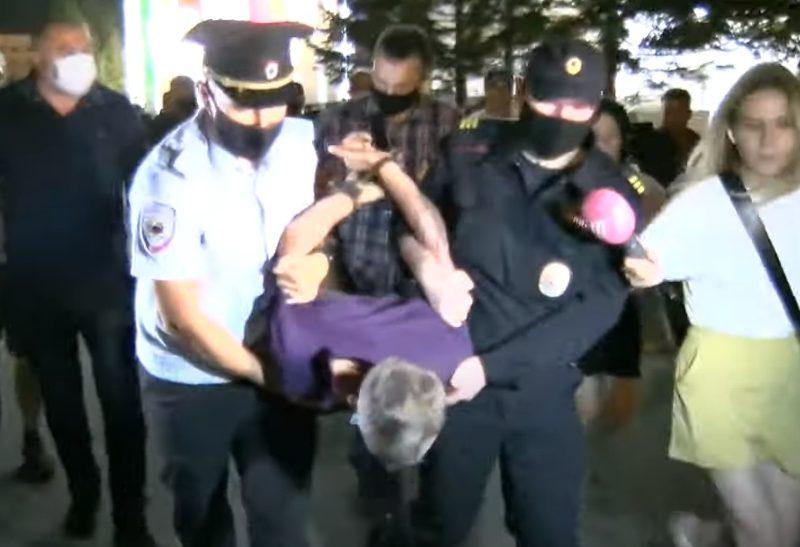 После встречи Дегтярева с митингующими в Хабаровске задержали одного из уличных активистов