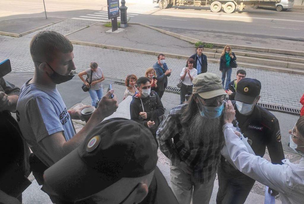 В Хабаровске осудили священника из ЕАО за участие в протестной акции