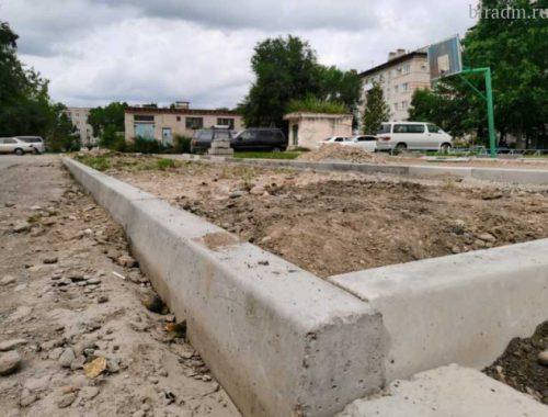 В Биробиджане начали ремонт двора по ул. Комсомольской №21