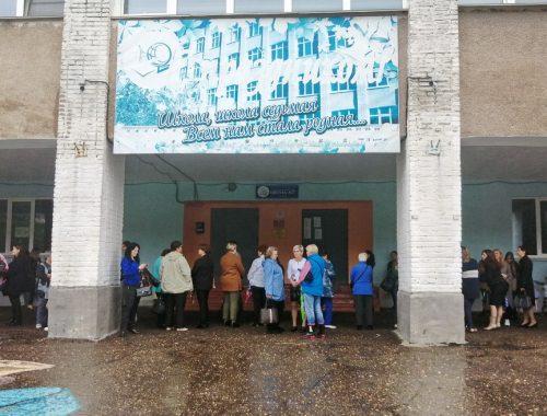 В непривычном формате прошли торжественные линейки в школах Биробиджана