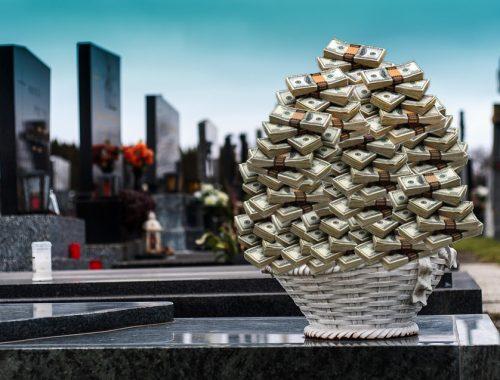 Бизнес на костях: как не разориться на похоронах в «губернском городе Б»