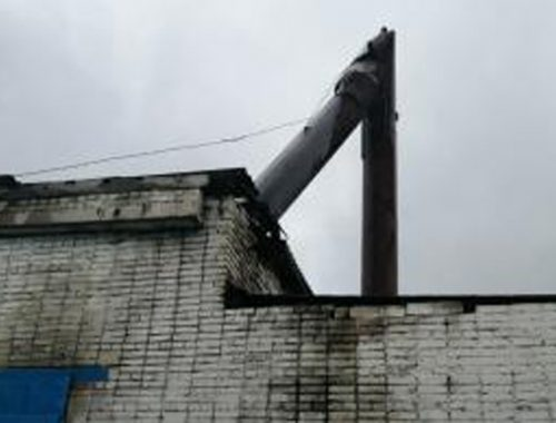 Рухнула дымовая труба на котельной в с. Лазарево накануне отопительного сезона