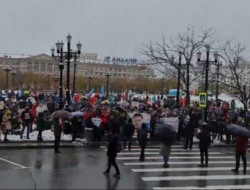 Укороченный маршрут и снежная баба: хабаровчане провели очередной субботний митинг