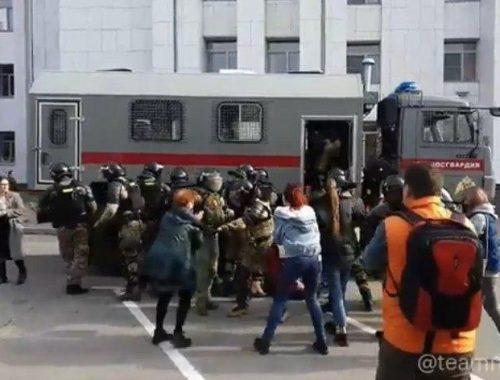 Стало известно число задержанных после субботнего митинга в Хабаровске