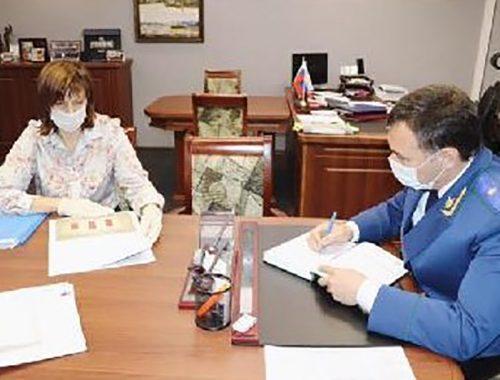 Прокурор ЕАО встретился с директором «Фармации». Когда устранят перебои с лекарствами — неизвестно