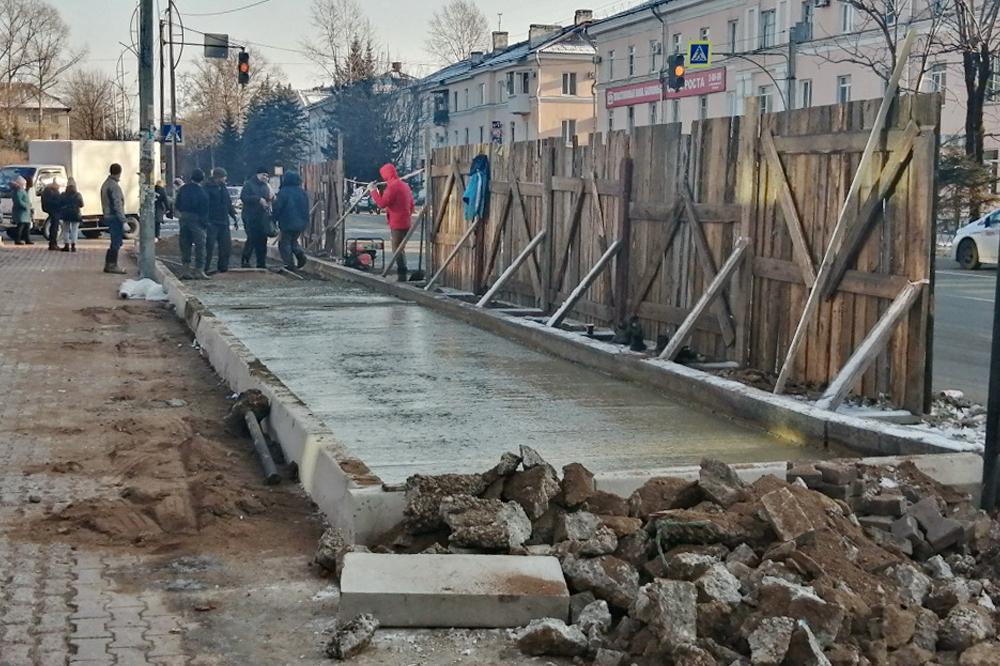 Головатый отчитал подрядчика за «наплевательское отношение» к реконструкции автобусных остановок