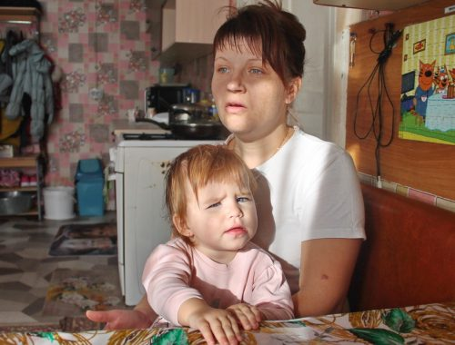 Семья подтопленцев добивается от мэрии Биробиджана безопасного жилья