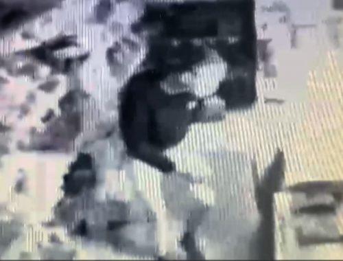 В Биробиджане вор намазался маслом, чтобы вылезти через форточку обворованного ларька