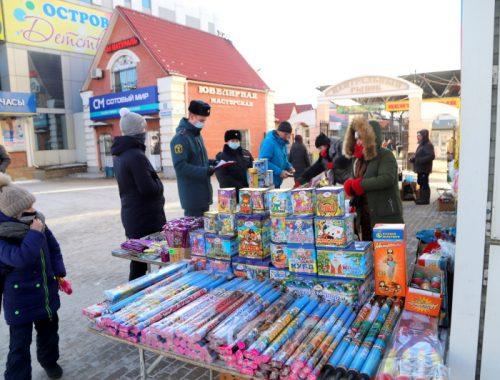 В Биробиджане перед Новым годом проходят рейды по местам продажи пиротехники