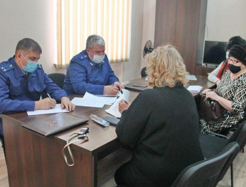 Жители села Раздольное пожаловались Амурскому бассейновому природоохранному прокурору на вырубку леса