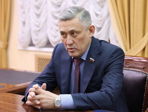 В ЕАО приехал сенатор Юрий Валяев