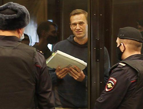 Навального отправили в колонию
