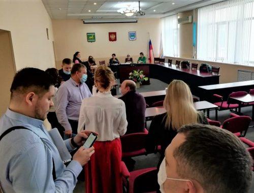 Заместительница мэра Петрушкова выпроводила депутатов гордумы Биробиджана из зала заседаний