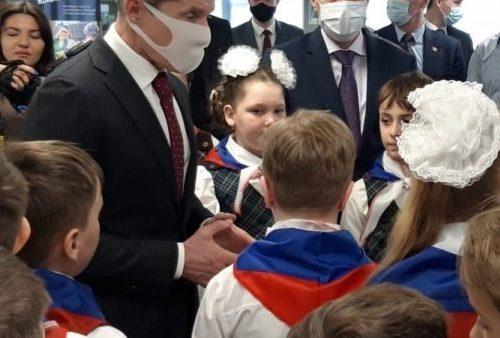 Владивостокских школьников приняли в пионеры «Единой России»