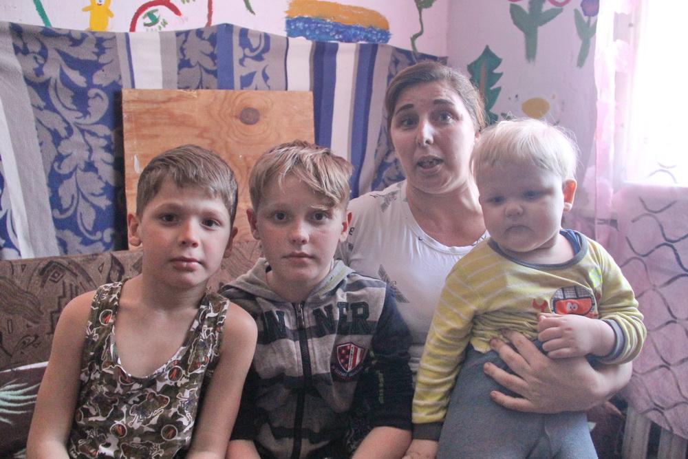 Благоустроенную квартиру предоставили многодетной семье, жившей в неприемлемых условиях