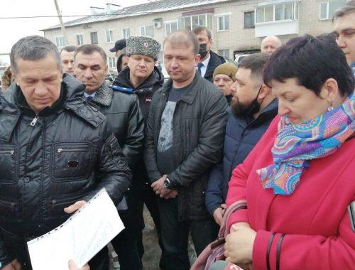 Глава Смидовичского поселения Новикова согласилась уйти в отставку в присутствии Трутнева. Народ зааплодировал