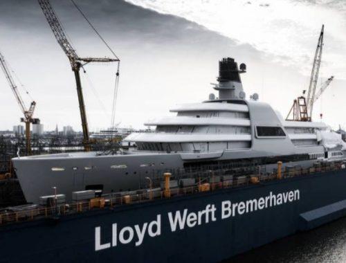 Абрамович построил себе «вспомогательную» яхту стоимостью в бюджет Псковской области