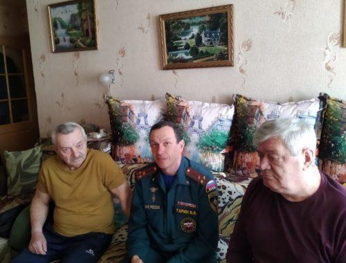 В ЕАО сотрудники МЧС навестили ликвидатора аварии на Чернобыльской АЭС в день памяти трагедии