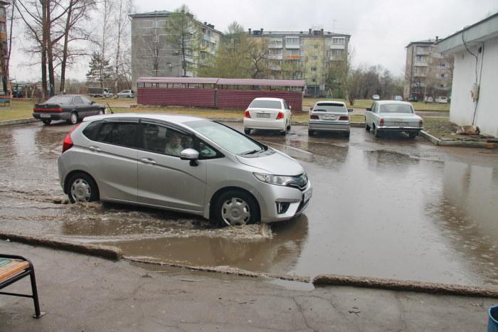 Потоп за потопом: жильцы многовартирного дома в Биробиджане продолжают добиваться гидрозащиты двора