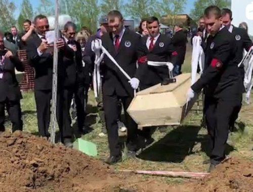 Быстрая лопата: чемпионат по скоростному копанию могил прошёл в Новосибирске