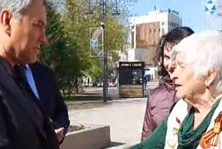 «Ругаю власть с матерком»: на улице Саратова бабушка отчитала спикера Госдумы