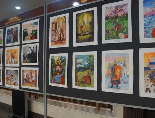 Открылась выставка работ юных художников, посвящённая 800-летию со дня рождения Александра Невского