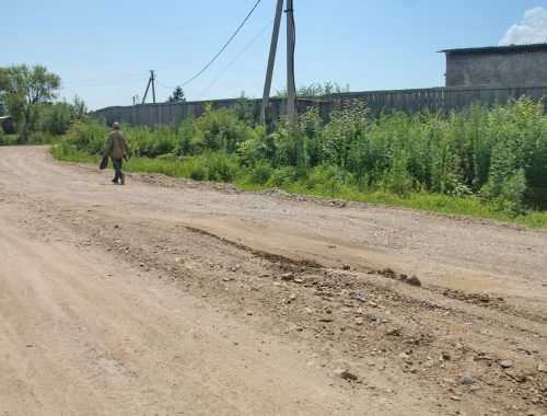 «Не наши полномочия»: в Биробиджанском районе полгода не ремонтируют разбитые дороги