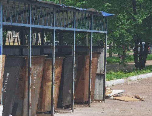 В Биробиджане со стартом мусорной реформы начали пропадать дверки от контейнерных площадок — мэрия высказывает предположения