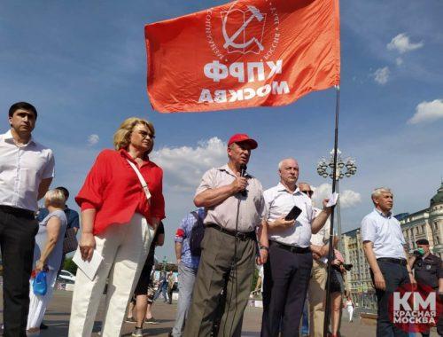 Более 10 человек было задержано в ходе встречи с депутатами от КПРФ в Москве