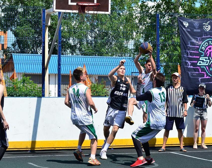 В Биробиджане прошли соревнования по баскетболу среди студентов