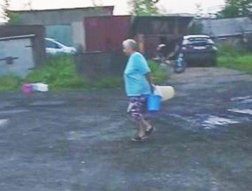 Половина Смидовича уже неделю живёт без холодной воды: коммунальный коллапс захватывает ЕАО накануне парламентских выборов (ВИДЕО)