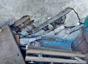 Межведомственная комиссия «отфутболила» жильцов разрушающегося многоквартирного дома в Биробиджане