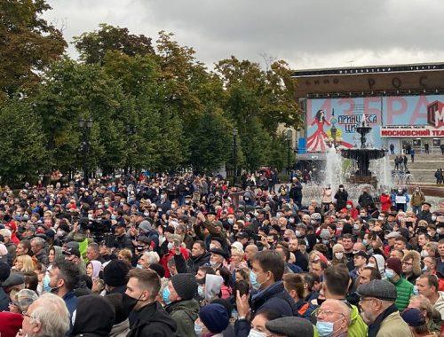 «Люди в штатском» осадили офис КПРФ в Москве, а Роскомнадзор пригрозил заблокировать сайт партии за призыв к акции протеста