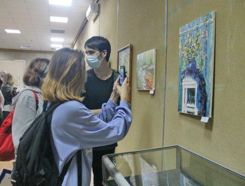 «Осенний вернисаж» объединил 29 биробиджанских художников